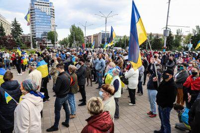 s-flagami-v-vyshivankah-i-maskah-kak-v-zaporozhe-proshla-akcziya-stop-revansh-fotoreportazh.jpg
