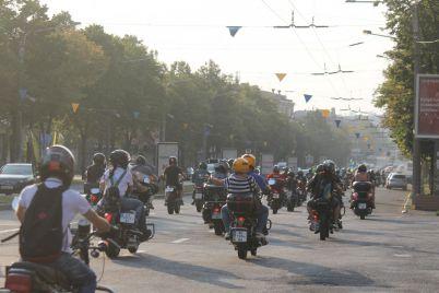 s-flagom-i-na-motoczikle-v-zaporozhe-priehali-uchastniki-vseukrainskogo-motoprobega-edinstva-fotoreportazh.jpg