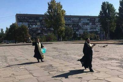 s-kadilom-i-svyatoj-vodoj-festivalnuyu-osvyatili-posle-provedeniya-lgbt-prajda.jpg