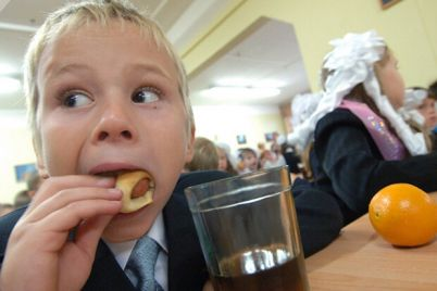s-novogo-goda-v-ukrainskih-shkolah-zapretyat-prodavat-sneki-a-uchenikov-budut-podvozit.jpg