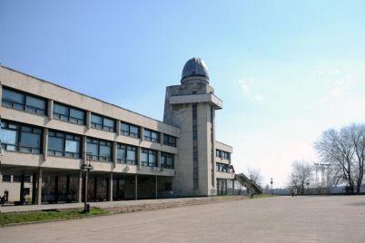 s-ostanovkoj-i-sovremennym-fasadom-dvorecz-pionerov-zhdet-rekonstrukcziya.jpg