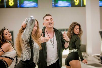s-tanczorami-i-orkestrom-v-novom-terminale-zaporozhskogo-aeroporta-snyali-klip-video.jpg