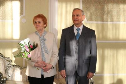 semejnaya-para-iz-zaporozhya-otmetila-brilliantovuyu-svadbu-torzhestvennoj-czeremoniej-v-ragse-foto.jpg
