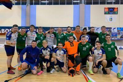 sereznyj-vyzov-zaporozhskaya-florbolnaya-komanda-uchastvuet-srazu-v-dvuh-ligah.jpg