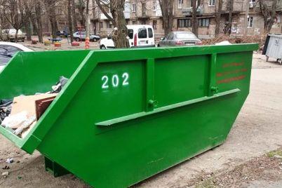 shhe-v-odnomu-rajoni-zaporizhzhya-vstanovili-veliki-smittd194vi-kontejneri.jpg