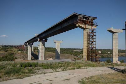 shozhe-u-zaporizhzhi-taki-zyavlyatsya-mosti.jpg