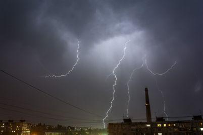 shtormovoe-preduprezhdenie-blizhajshaya-noch-v-zaporozhskoj-oblasti-snova-budet-grozovoj.jpg