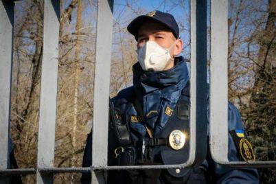 sledyat-za-gorozhanami-v-zaporozhe-na-uliczy-vyehali-patrulnye-s-gromkogovoritelyami.jpg