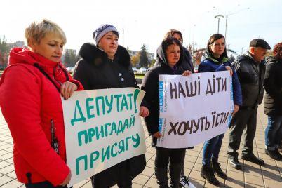 slezy-k-delu-ne-prishesh-sotrudniki-chernigovskogo-internata-mitingovali-pod-stenami-oblsoveta-foto.jpg