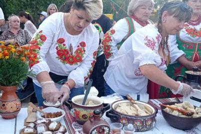 smachno-ta-veselo-yak-na-pologivshhini-vidznachili-den-gromadi.jpg
