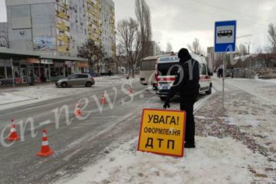 smertelna-dtp-z-avtobusom-u-zaporizhzhi-postrazhdala-pomerla-v-likarni-foto.png