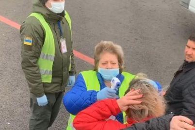 smotri-video-zaporozhanka-pokazala-kak-v-aeroportu-zaporozhya-meryayut-temperaturu.jpg