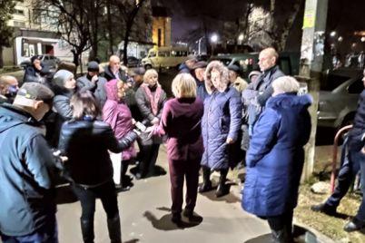 sosedi-zabolevshego-opasnym-virusom-ukraincza-ustroili-akcziyu-protesta-video.jpg