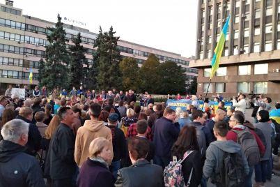 sotni-zaporizhcziv-vijshli-na-majdan-gerod197v-na-akcziyu-protestu.jpg