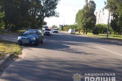 speshili-v-shkolu-v-berdyanske-avtomobil-sbil-dvuh-devochek.jpg