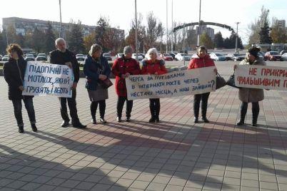 spivrobitniki-chernigivskogo-psihonevrologichnogo-internatu-piketuvali-v-czentri-zaporizhzhya-foto.jpg