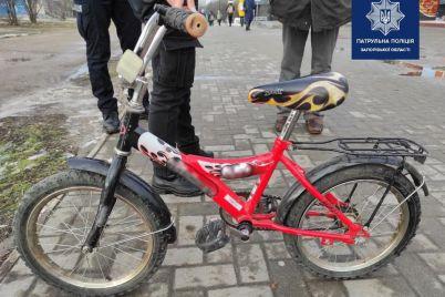 sred-bela-dnya-v-zaporozhe-iz-poduezda-muzhchina-ukral-detskij-velosiped-foto.jpg