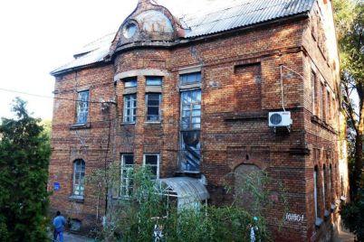starinnomu-zamku-na-verhnej-horticze-hotyat-prisvoit-status-arhitekturnoj-pamyatki.jpg