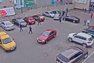 strashno-zhit-okolo-trcz-ukraina-neizvestnyj-napal-na-devushku-v-ee-avto-video.jpg