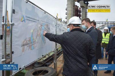 stroitelstvo-zaporozhskih-mostov-prokontroliroval-ministr-infrastruktury-foto.jpg
