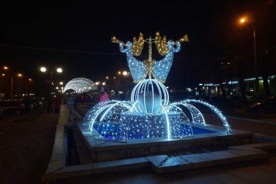 svyato-vzhe-tut-u-zaporizhzhi-zapraczyuvala-odna-z-3-velikih-novorichnih-lokaczij.jpg