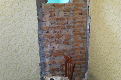 toporom-i-kuvaldoj-prolomil-kirpichnuyu-stenu-v-zaporozhskoj-oblasti-ograbili-ambulatoriyu-foto.jpg