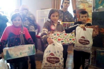 torgovaya-marka-hlibodar-pozdravila-zaporozhskih-detej-lgotnikov-s-novogodne-rozhdestvenskimi-prazdnikami-foto.jpg