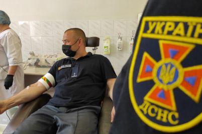 tradicziya-ryatuvalnikiv-zaporizki-bijczi-dsns-stali-donorami-krovi.jpg