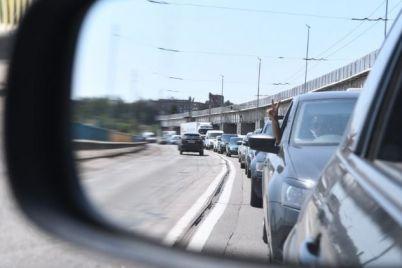 transportnyj-kollaps-v-zaporozhe-na-plotine-i-mostah-obrazovalis-ogromnye-probki-i-ostanovili-gorod-video.jpg