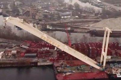 trosy-natyanuty-strela-razlozhena-kran-zaharij-gotov-dostraivat-vantovyj-most-v-zaporozhe-video.jpg