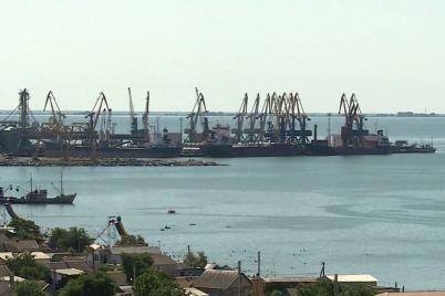 u-berdyanskomu-morskomu-torgovelnomu-portu-likviduvali-zabrudnennya-akvatorid197.jpg