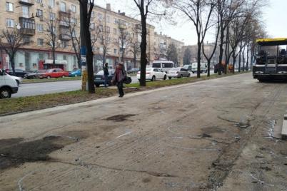 u-czentri-zaporizhzhya-onovlyuyut-trotuarne-pokrittya.png