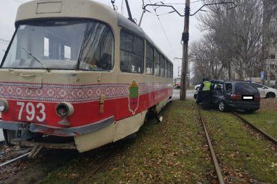 u-dvoh-rajonah-zaporizhzhya-stalisya-dtp-za-uchastyu-tramvad197v-foto.jpg