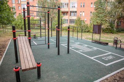 u-komunarskomu-rajoni-oblashtuvali-suchasnij-sportivnij-majdanchik.jpg