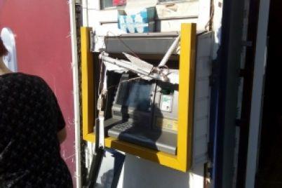 u-melitopoli-rozgromili-bankomat.jpg