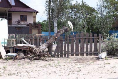 u-poberezhya-azovskogo-morya-pronessya-moshhnyj-uragan-poyavilis-foto-i-video.jpg