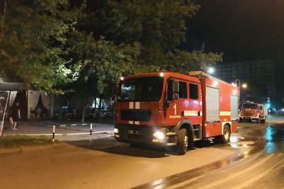 u-staromu-czentri-zaporizhzhya-goriv-restoran-ryatuvalniki-evakuyuvali-vidviduvachiv.jpg