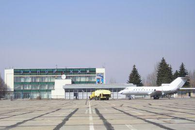 u-veresni-na-zlitno-posadkovij-smuzi-zaporizkogo-aeroportu-pochnutsya-remontni-roboti.jpg