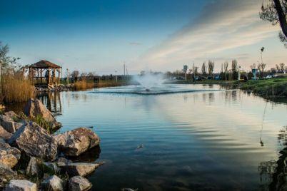 u-voznesenivskomu-parku-proveli-dezinfekcziyu-lavok-ta-gojdalok.jpg