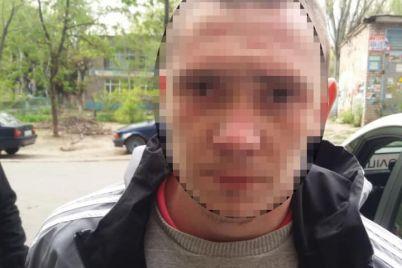 u-zaporizhzhi-cholovik-vihopiv-telefon-z-ruk-zhinki-ta-namagavsya-vtekti.jpg