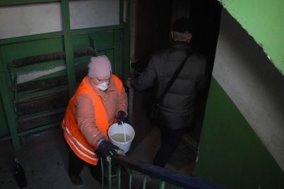 u-zaporizhzhi-komunalniki-dezinfikuvatimut-pidd197zdi-zhitlovih-budinkiv-foto.jpg