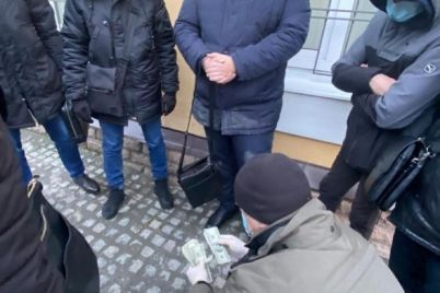 u-zaporizhzhi-na-habari-u-5-tisyach-dolariv-zatrimali-vijskovogo-prokurora.jpg
