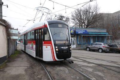 u-zaporizhzhi-na-liniyu-vijshov-novij-tramvaj-vlasnogo-virobnicztva.jpg