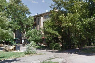 u-zaporizhzhi-na-vuliczi-bogdana-hmelniczkogo-osipad194tsya-fasad-budinku-chi-budut-z-czim-shhos-robiti.jpg