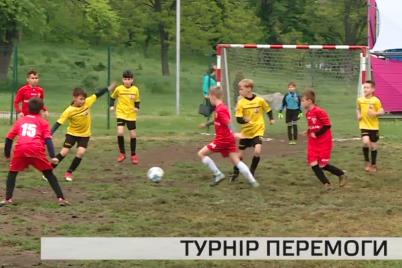 u-zaporizhzhi-nagorodili-malenkih-futbolistiv-chempioniv.png