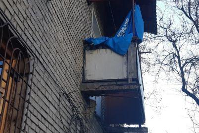 u-zaporizhzhi-obvalivsya-avarijnij-balkon-foto.jpg