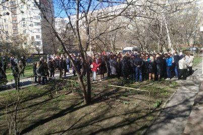 u-zaporizhzhi-poproshhalisya-z-8-richnoyu-divchinkoyu-yaka-zaginula-vid-travmi-v-parku-foto.jpg