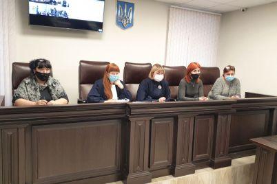u-zaporizhzhi-prodovzhuyut-suditi-vlasniczyu-nelegalnogo-ditsadka-v-yakomu-pomerla-odnorichna-divchinka-foto.jpg