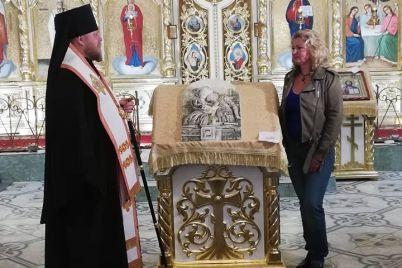 u-zaporizhzhi-rodina-zagiblogo-vod197na-otrimali-ikonu-pamyati-zagiblim-za-nezalezhnu-ukrad197nu.jpg
