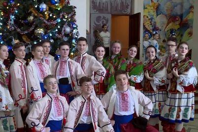 u-zaporizhzhi-vidbuvsya-shhorichnij-miskij-zimovij-festival-rizdvyani-vitannya-2020.jpg